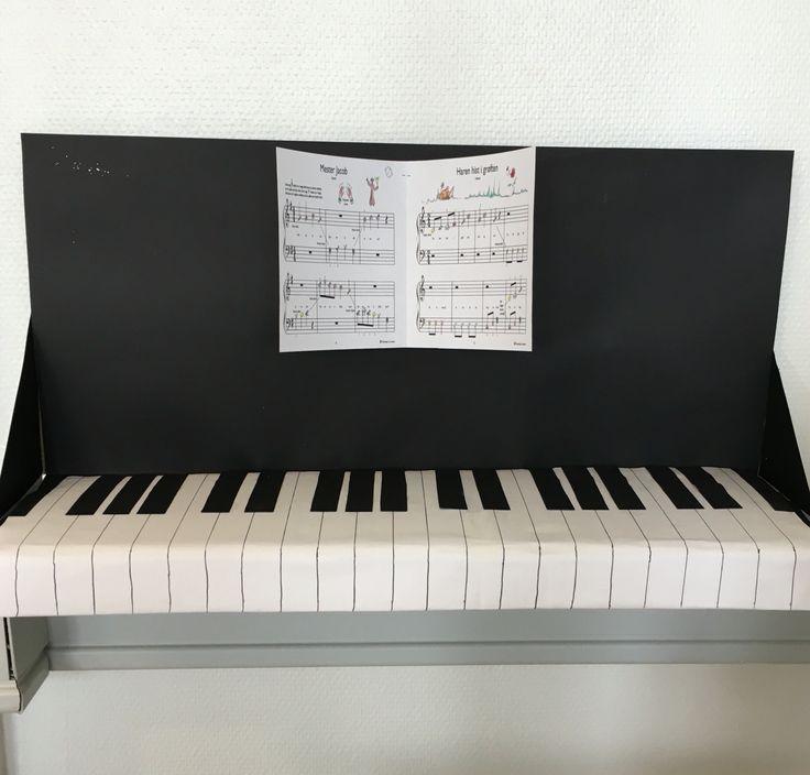 Fiona's klaver som skal bruges til de Tre små grise.