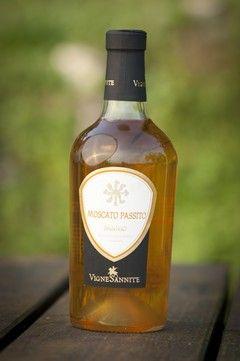 Moscato Vigne Sannite con il panettone! @SOS Vino Srl #sosvino http://www.sosvino.com/ita/vini/vini-dolci/moscato-vigne-sannite.asp