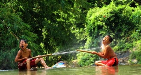 Sumantri Hadi Suseno: Water play in one happy day