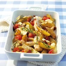 Griekse ovenschotel met kip en aardappelen.
