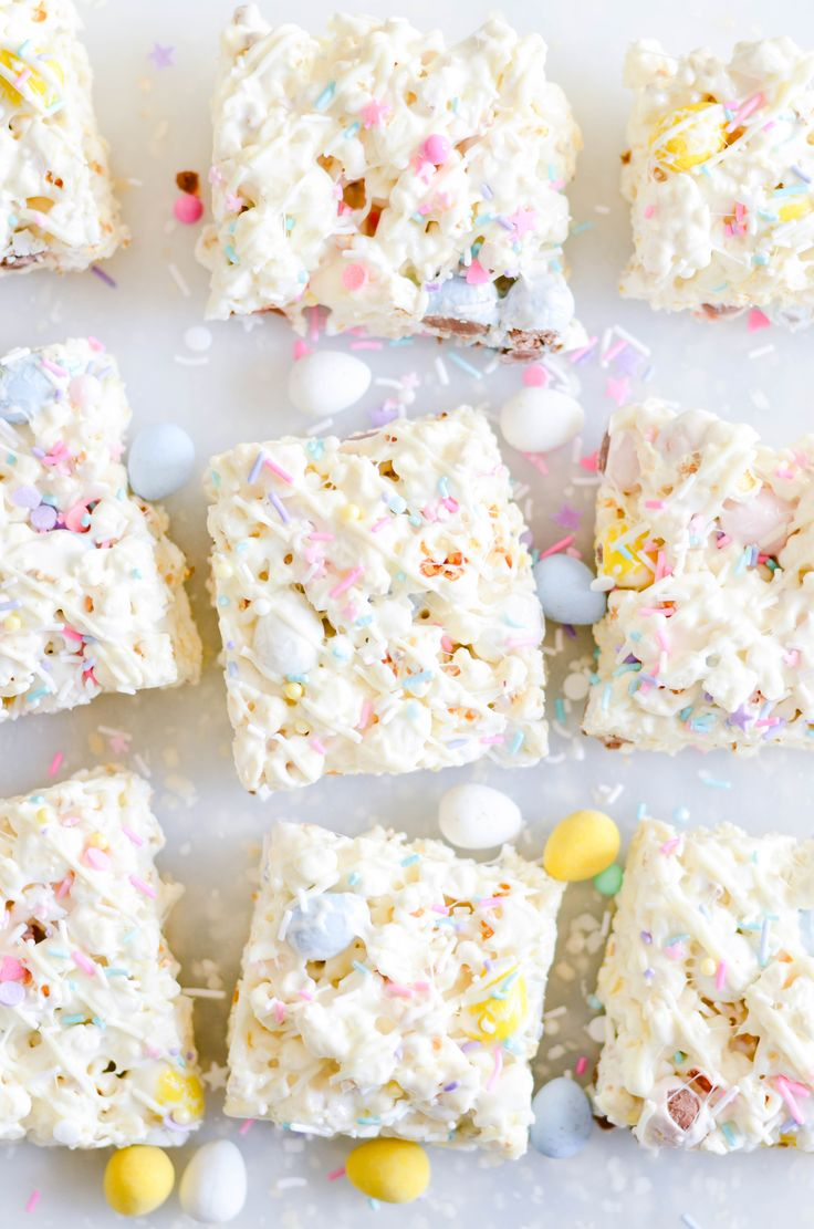 These quick and easy Easter Bunny Popcorn Bars make the perfect addition to your holiday celebration!