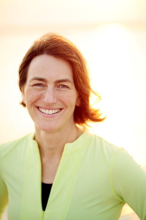 Barbara Fredrickson Lee (nacido el 15 de junio 1964) de origen americano yprofesor del departamento de psicologíaen la Universidad de Carolina del Norte en Chapel Hill. Ella es creadora del mode…