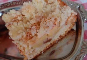 Jablečný (hruškový) šlehačkový koláč s drobenkou