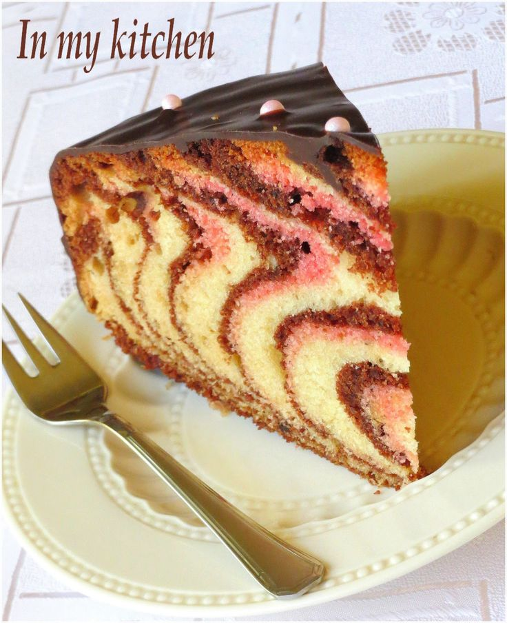 ... w nowej odsłonie:) Przepis na to ciasto jest stary jak świat, bo odkąd pamiętam, to ciasto to przewijało się w moim domu i w domach m...