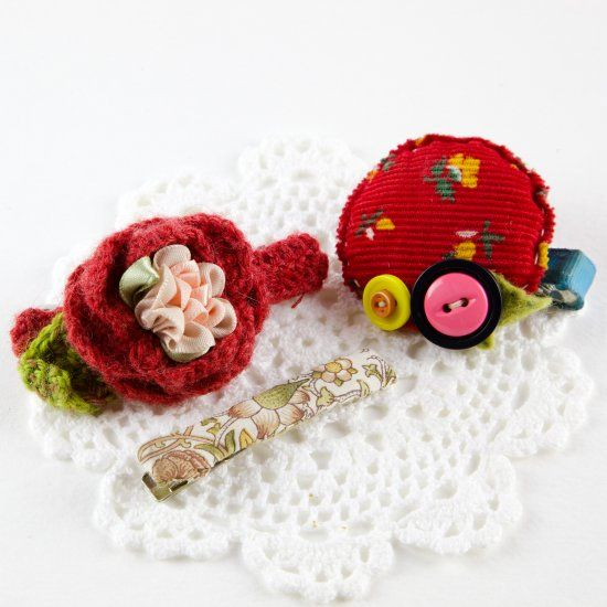 Introducing how to make crochet rose hair clips and more.