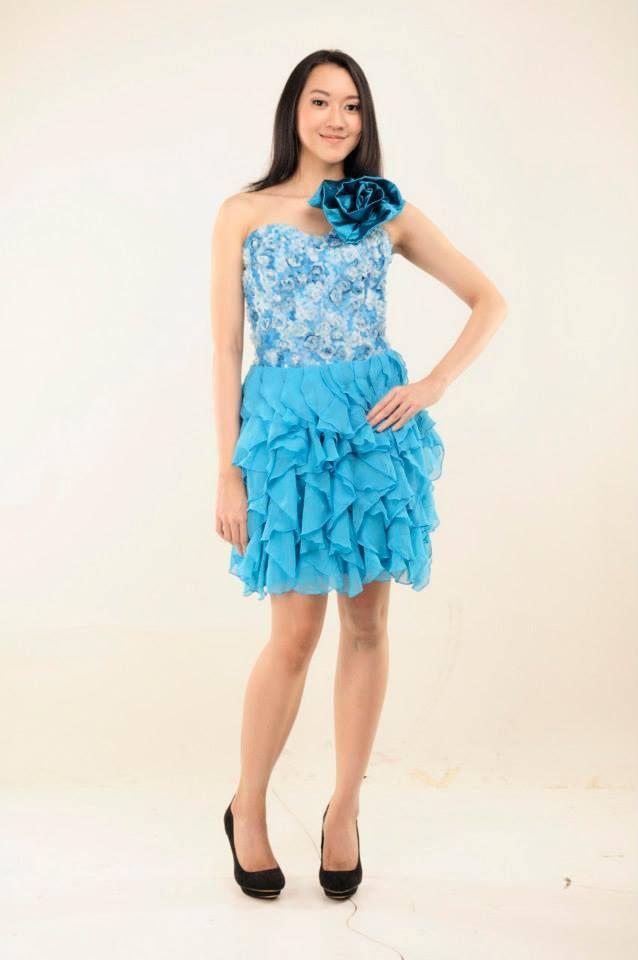 Ocean Wave Dress  Dress bustier cantik dengan resleting di belakang. Terdapat aksesoris bunga yang dapat di buka pasang.  Rental Price: Rp400.000