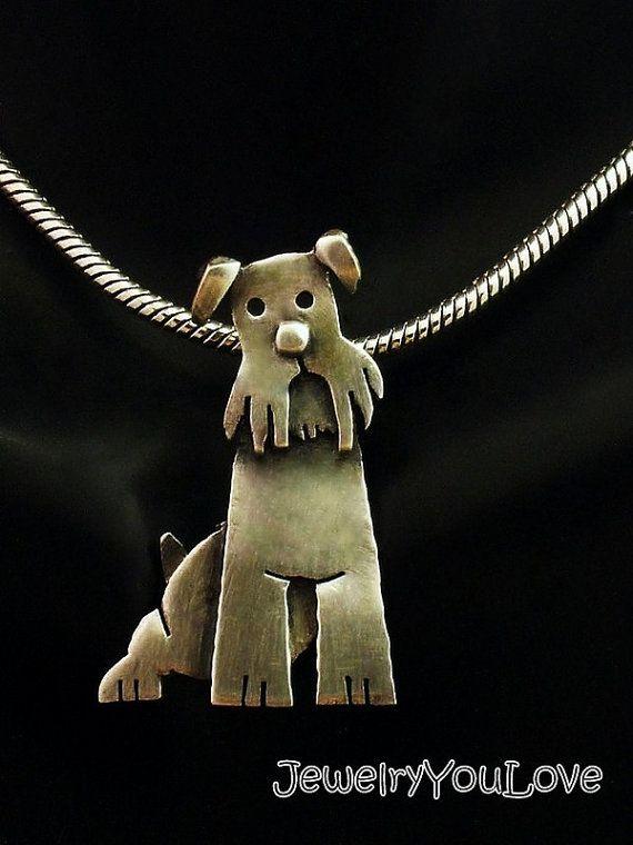 Murphy el collar de Schnauzer miniatura Este collar Hecho a la orden está conformada en.925 plata esterlina. El collar ha sido oxidado para los detalles. Mano fabricado este collar de diseño, corte, soldadura, hasta terminar. Como joyas de la naturaleza de la mano, no hay dos piezas son exactamente iguales. El producto que recibe podría ser ligeramente diferente entonces lo que se ve en la foto. Si te gusta la joyería única o usted es un amante de los animales, te encantará este collar. De…