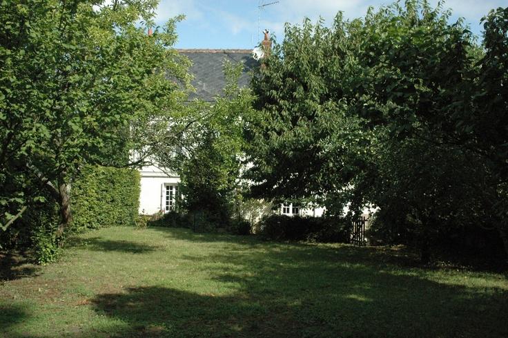 Maison tourangelle (fin 18è) avec 5 chambres et un jardin privatif de 300 m², située à proximité de Tours, ville aux multiples attraits au coeur du Val de Loire.