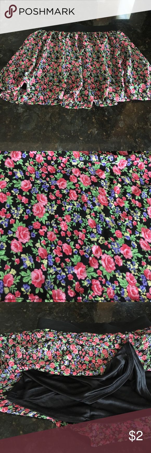 Floral print forever 21 skirt. Skirt with floral print. It's very comfortable with an elastic band. Black silk material under the first floral layer. It says size small but can expand to a size medium Forever 21 Skirts Midi