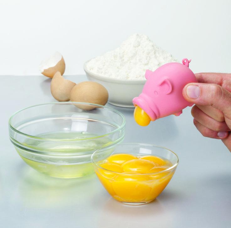 Yolk Pigg egg separator - Peleg Design. Een eiersplitser die niet alleen handig is, maar daarnaast ook erg grappig.