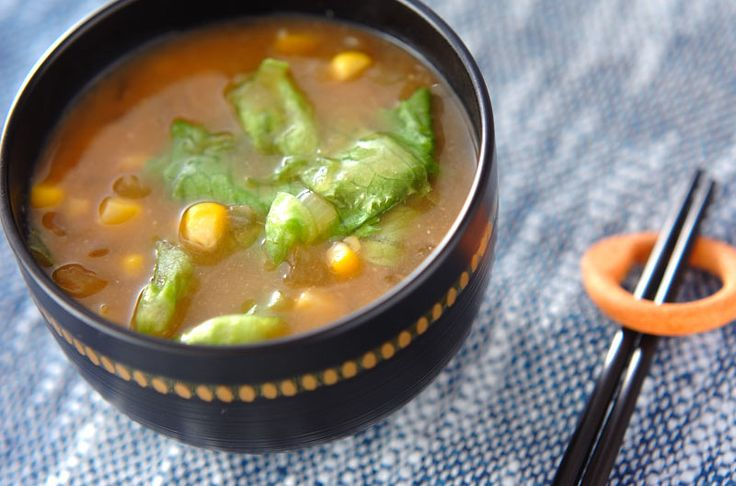 シャキシャキとしたトウモロコシの食感が病み付きに。トウモロコシのみそ汁[和食/汁もの・椀もの]2008.06.20公開のレシピです。