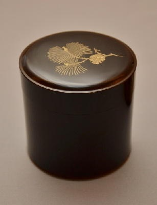Maki-e lacquer tea caddy by National Living Treasure of Japan, MATSUDA Gonroku (1896-1986) 松田権六 松文蒔絵棗