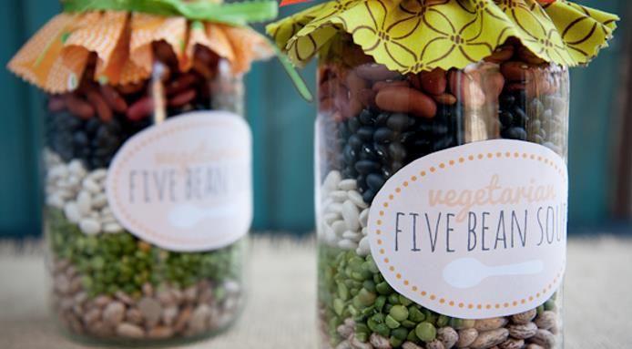 Ricette in barattolo, 8 idee golose di regali fai da te