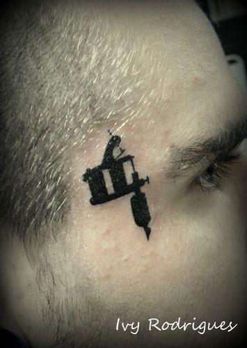 Maquininha de tatuagem tattoo/ Tattoo gun tattoo : Tatuagem de maquina de tattoo. | ivy_rodrigues