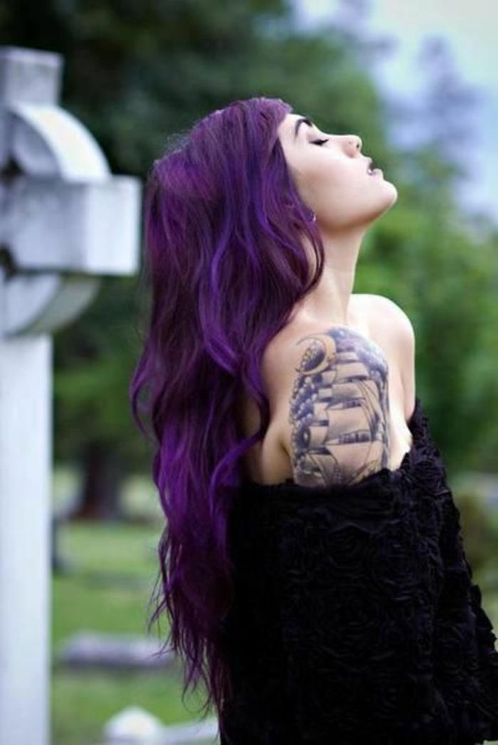 les 17 meilleures id es de la cat gorie cheveux violet fonc sur pinterest cheveux violet. Black Bedroom Furniture Sets. Home Design Ideas