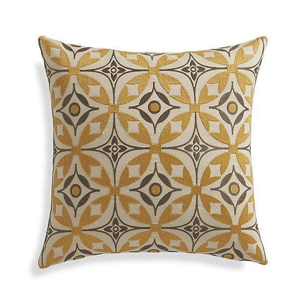 262 best Pillow Toss images on Pinterest Decorative pillows, Throw pillows and Decorative bed ...