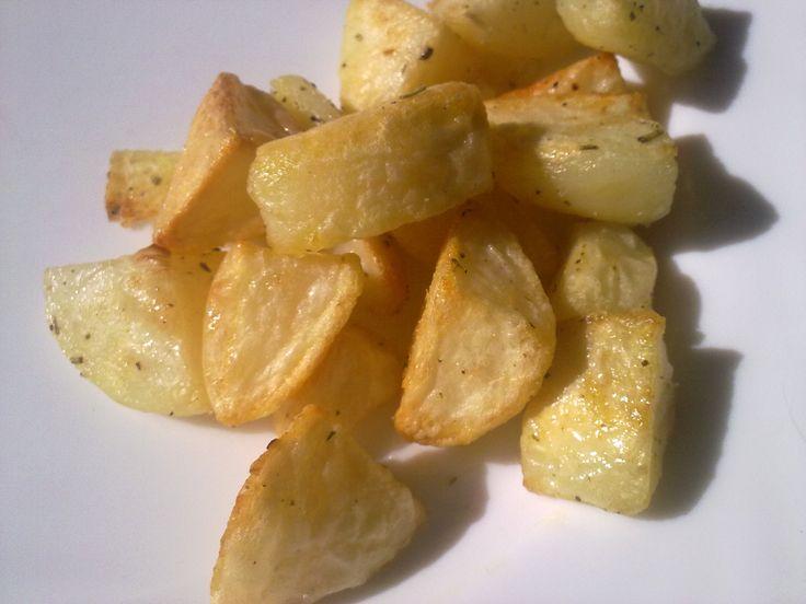 Questa è la ricetta di patate arrostoda sempre usata nella mia famiglia.Si tratta di un semplice procedimento che