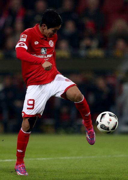 Yoshinori Muto of Mainz runs with the ball during the Bundesliga match between 1. FSV Mainz 05 and Borussia Dortmund at Opel Arena on January 29, 2017 in Mainz, Germany.