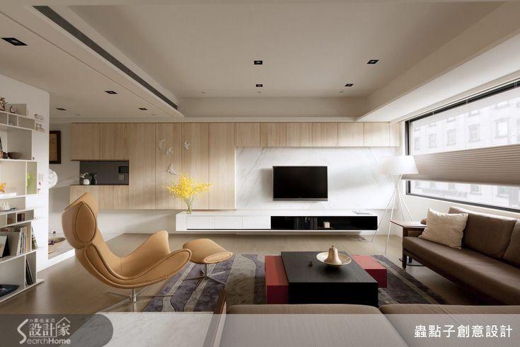 這是一間位於台北市林森北路 40 坪的新成屋,格局 4 房 2 廳,特別的是屋主是一個退休的建築設計師,因為十分喜愛之前鄭明輝的幾個清水模設計案,希望自己的家也是這樣的氛圍─自然、簡單、純粹。