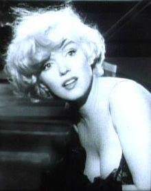 """Oggi, nel 1926, nasceva Marilyn Monroe. Modella, attrice, icona di seduzione americana.  Tanti i film di cui è stata protagonista: da """"A qualcuno piace caldo"""", a """"Gli uomini preferiscono le bionde"""".  PrimoItalia oggi vuole rendere omaggio ad una grande diva."""