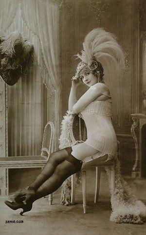 #Burlesque #Goddess #GlamourGoddesses  Vintage and smokin'!