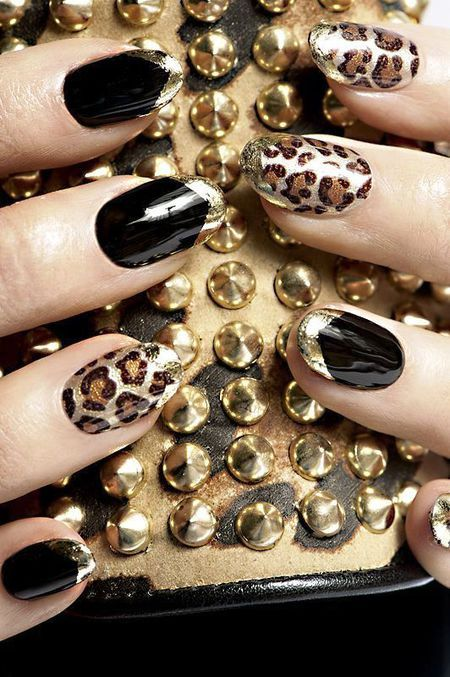 Ujung emas pada kuku hitam dan juga motif leopard adalah keseksian dan keglamoran yang tidak terbantahkan.