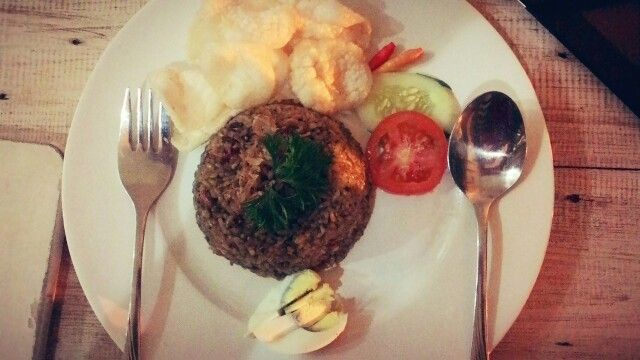 Lets dinner.... Nasi Goreng Eco by Heerlijk Gelato Cafe is one of Heerlijk's menu. If you visit to Surabaya, lets taste it food.  #Surabaya #Culinary #Indoneisa ♥