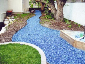 use of glass mulch for pathway-brilliant: Recycled Glasses, Glasses Mulches, Front Yard, House, Sea Glasses, Blue Stones, Gardens Pathways, Colors Glasses, Recycled Gardens