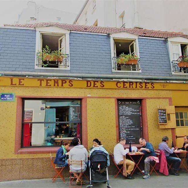 🇫🇷 Le Temps des Cerises #letempsdescerises #lemarais #vibrant #yellow #windows #relaxing #beautiful #picturesque #paris #visitparis #melbournelifelovetravel