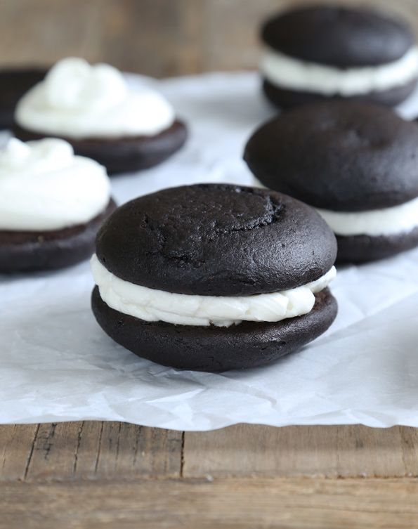 Gluten Free Oreo Cakesters http://glutenfreeonashoestring.com/gluten-free-oreo-cakesters-style-pies/ (Recipes With Marshmallows Whoopie Pies)