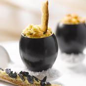 Brouillade d'œufs bio à la moutarde au Chablis et aux brisures de truffe noire, parfumée d'huile d'amande douce - une recette Oeuf - Cuisine