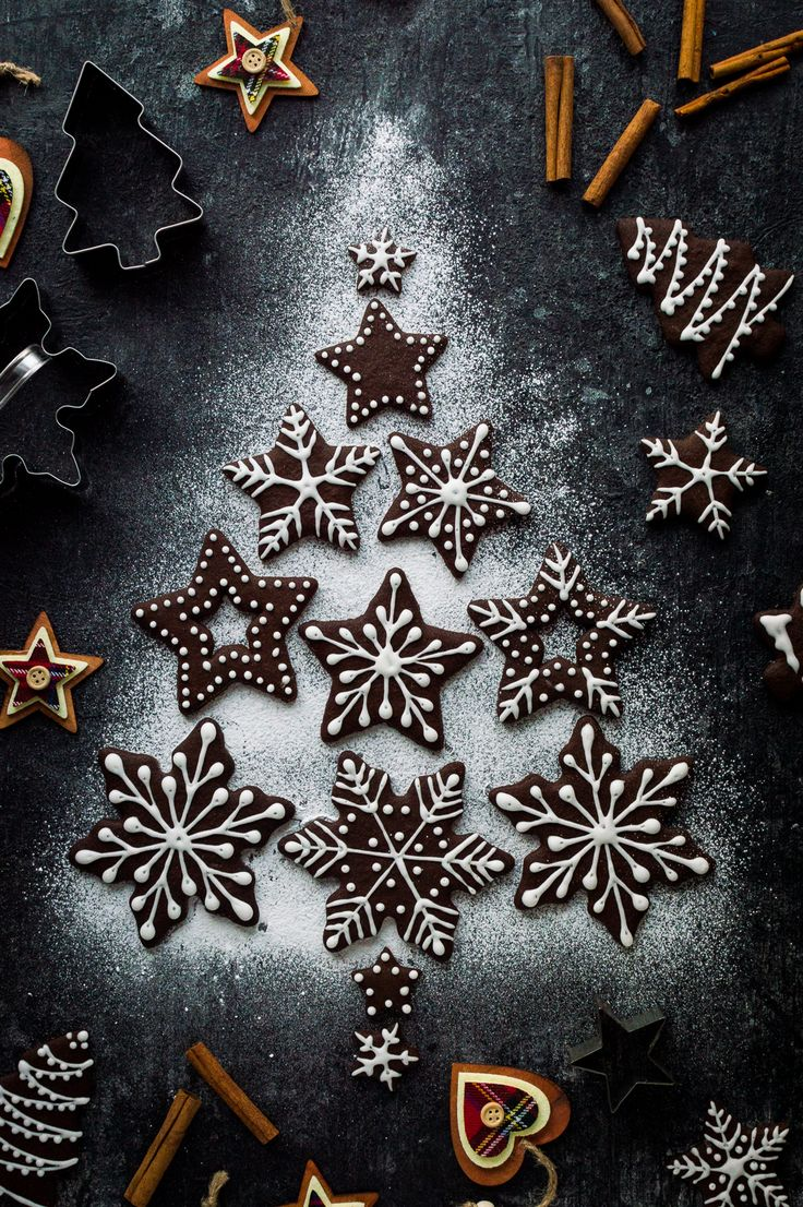 Chocolate gingerbread biscuits – a chocolatey twist on classic gingerbread cookies; they make great cut-outs for Christmas! #baking #cookies #Christmas #chocolate
