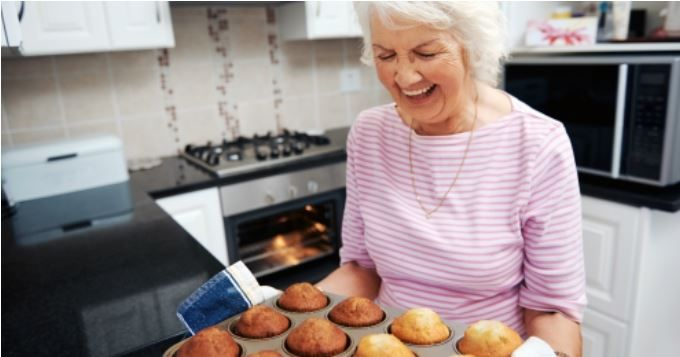 Vous voulez connaître les meilleures astuces de grand-mère pour faire cuire un rôti, du boudin, du poisson, des œufs ou une tarte sans problème?   A vos fourneaux, CuisineAZ a compilé le top 10 des astuces de grand-mère spécial «cuisson»!