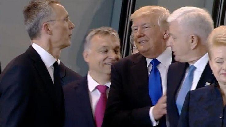Quand Donald Trump «dégage» le Premier ministre du Monténégro pendant un sommet de l'OTAN (VIDEO)  LES CRABES SE POUSSES ENTRE EUX POUR LA CAMERA   INSUPORTABLE DES GUIGNOLES DEGUISER CHEF D'ETAT