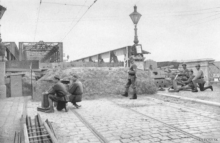 Straz-mosta-1919d.jpg Klikni na obrázok pre zatvorenie okna