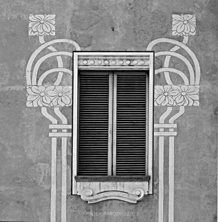 Oltre 25 fantastiche idee su decorazione finestre su for Case con verande tutt attorno