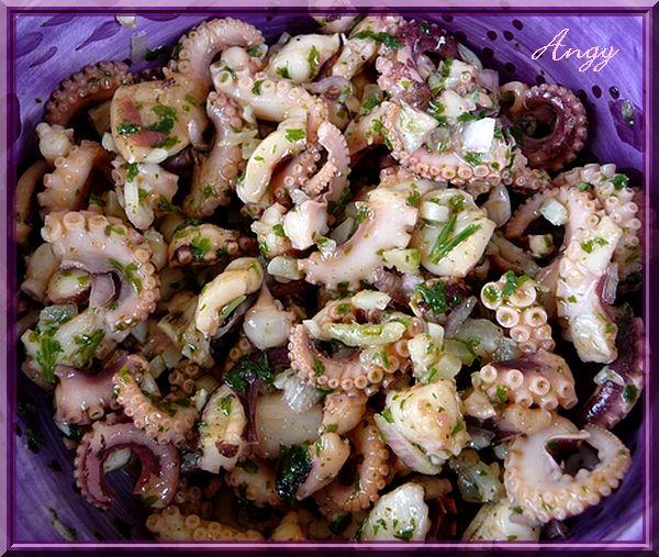 j'adore faire cette salade de la mer qui me replonge à chaque fois dans mes souvenirs d'enfance ! nous mangions souvent du poulpe en salade citronnée dans des petits restaurants de bord de plage ! en Espagne aussi où j'ai passé quelques années enfant,...