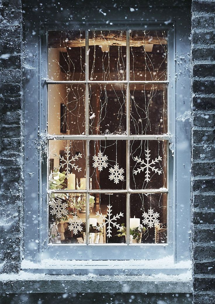 1000 ideas about christmas window lights on pinterest for Christmas home window decorations