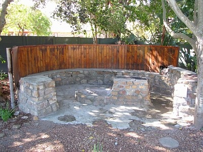 Fire pit on the side?Don't forget potjie area - Google Image Result for http://imageseu.holiday-rentals.co.uk/vd2/files/HR/400x300/aa/1111698/491853_1327054146464.jpg