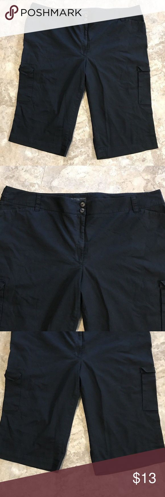 """Apostrophe Women's Capris Cropped Pants Sz 24W Apostrophe Women's Black Capris Cropped Pants Pockets Plus Size 24W  Good Condition.   MEASUREMENTS:  Waist (hip to hip, unstretched) 23"""" Length 29"""" Rise 12"""" Inseam 18""""  Please check out our other listings. New items added daily :) Feel free to ask any questions! Apostrophe Pants Capris"""