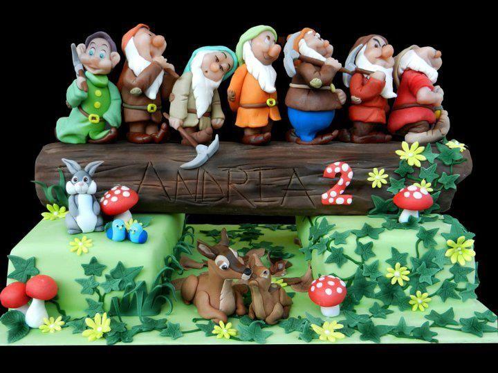 Preslatka decija torta, figurice su fantasticne