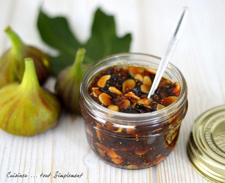 Cette année, les figues sont vraiement succulentes ... c'est l'occasion de préparer de la bonne confiture de figues, non? Ingrédients ( pour 2-3 pots ) 1kg de Figues fraîches 800g de sucre en poudre 1/2 citron 1/2 bâton de canelle 3càs d'amandes effilées...