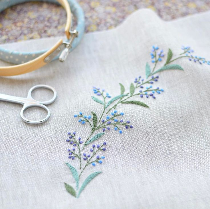 Imagine a soft line. . 今日も相変わらずチクチクDAY! #刺繍 #stitch