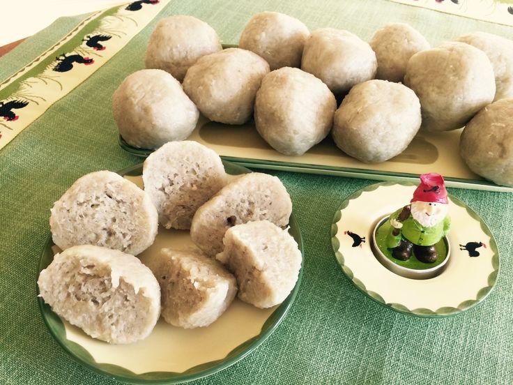 German Potato Dumplings Half and Half - Kartoffelknoedel halb und halb http://theomaway.com/cuisine/german-potato-dumplings-half-and-half-kartoffelknodel-kartoffelkloβe-halb-und-halb/
