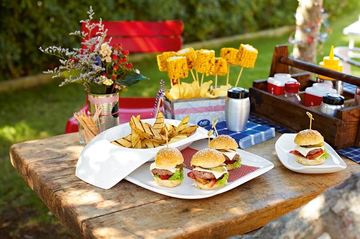 Amerika a čerstvě ugrilované hamburgery - servírováno na porcelánu Urban Nature - www.luxurytable.cz