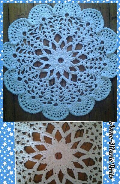 Fabulous doily t yarn rug http://anabeliahandmade.blogspot.com.es/2013/02/tapete-paso-paso.html