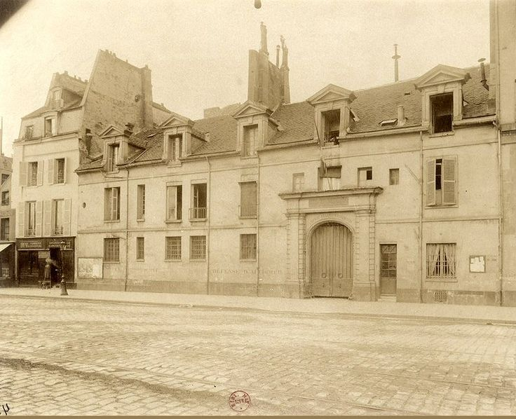 Autre vue de la Pharmacie Centrale installée dans l'ancien Couvent des filles de Sainte-Geneviève ou Miramiones, au n° 47 du quai de la Tournelle, vers 1902-1903. Une photo d'Eugène Atget / © BnF  (Paris 5ème)