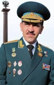 Енусбек Явкуров  В ночь с пятницы на субботу 11 июня 1999 г. двести российских десантников вошли в Косово. Две роты наших ребят взяли под свой контроль аэропор