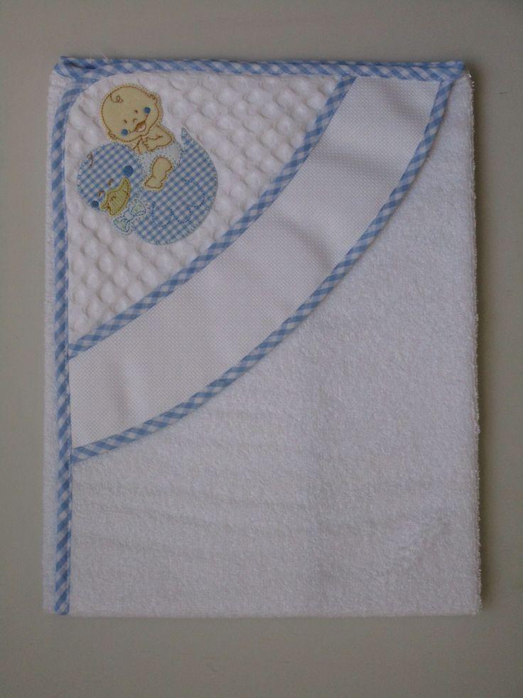 accappatoio triangolo  in spugna bianca 100% cotone, bordato con sbieco di cotone vichy, fascia in tela aida ricamabile altezza 5,5 cm con applicazione ;   Dimensioni 75 x 75 cm.