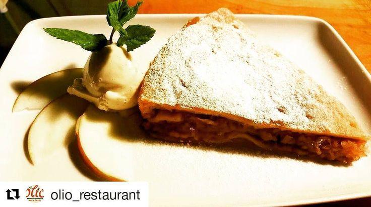 Astazi ne rasfatam cu  deserturi de la partenerul nostru @olio_restaurant si profitam de reducerile oferite de cardul #ainostriclub !!! Mai multe detalii pe: https://ainostriclub.ro #ainostriclub  #oliorestaurant #clucerului41 #bucharest #discounts #joinus #Repost @olio_restaurant with @repostapp  #Sugar #powedered #apple #pie with #vanilla #icecream on the #side. #Fabulous! // Plăcintă cu mere pudrată cu zahăr şi servită cu îngheţată de vanilie. Fabulos!